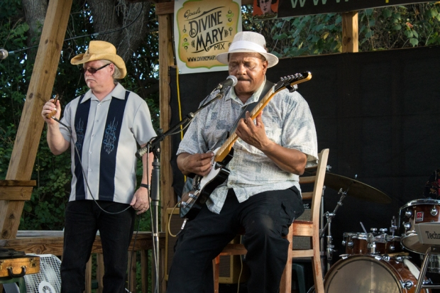 Steve Power (left) and Matthew Robinson (right) performing with The Jelly Kings. Opal's Divines, Austin. (Photo: Ricardo Acevedo/Steve Power)